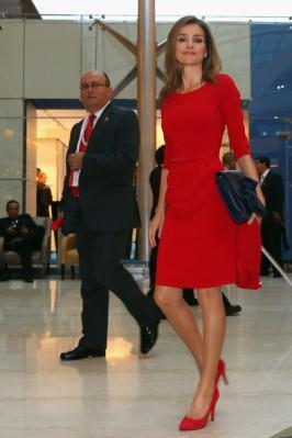 imágenes Letizia Ortiz vestido rojo juegos olímpicos 2020 foto 4