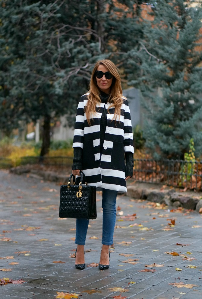 01a-street style-black and white-stripes-coat-choies-lady dior-dior-pigalle-spikes-christian louboutin-con dos tacones-c2t