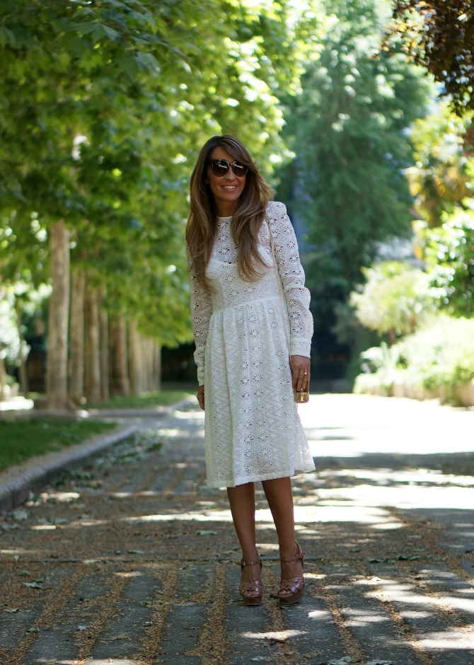 01a-street style-white-dress-zara-spring-ysl-tribute-nude-patent-bgo and me-mini bag-con dos tacones-c2t