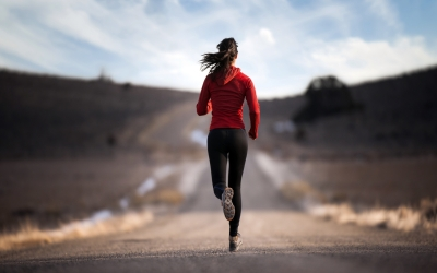 04 Girl-Running-Beautiful-Wallpaper
